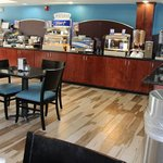 Holiday Inn Express and Suites Roanoke Rapids SEの写真