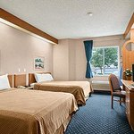 Foto de Howard Johnson Inn & Suites Vancouver/By Vancouver Mall