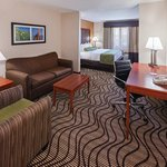 Photo of La Quinta Inn & Suites Oklahoma City - Midwest City