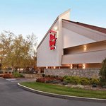Red Roof Inn Louisville East resmi