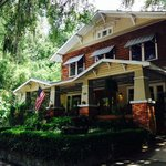 Grady House Bed and Breakfast resmi