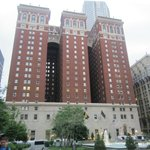 Omni William Penn Hotel resmi