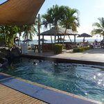 Photo de Smugglers Cove Beach Resort & Hotel