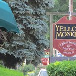 Foto van Yellow Monkey Guest Houses & Motel