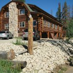 Call 970-315-2072 www.summitpeakslodge.com