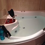 The lovely whirlpool bath for two ��