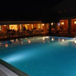 piscina e ristorante by nighy