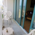Beautiful balcony to see on and relax and watch and listen to the waves, thi