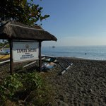 Photo de Taman Selini Beach Bungalows