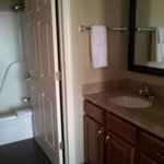 Photo de Staybridge Suites Madison East