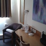 Photo de Premier Inn Alderley Edge