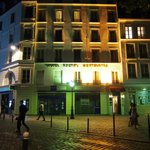 Hotel Regyn's Montmartre at night