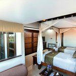 Resort Club - Twin Beds
