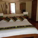 Photo de The Sunset Beach Resort & Spa, Taling Ngam