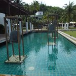 Katathani Phuket Beach Resort resmi