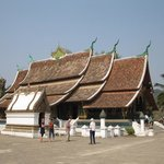 Photo de Temple d'or de la ville (Wat Xieng Thong)