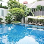 Woodlands Suites Serviced Residences resmi