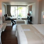Holland House Beach Hotel resmi