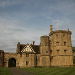 Thornbury Castle and Tudor Gardens resmi