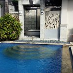 The Kuta Playa Hotel and Villas resmi