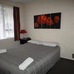 Avalon Court Accommodation resmi