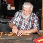 Don Raul making a cigar.