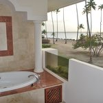 jacuzzi terraza junior suite sup ocean front red level
