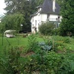 la maison showing vegetable garden