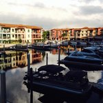 Naples Bay Resort resmi