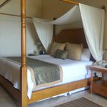 King Canopy Bed in Junior Suite