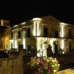 hotel Novecento by night