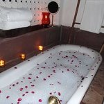 The tub sprinkled with rose petals