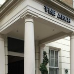 The Arch London resmi