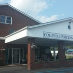 Colonial Brick Inn & Suites의 사진