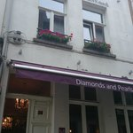 Hotel Diamonds And Pearls의 사진