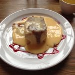 Home made ginger cake with fudge sauce and custard. bootiful!!