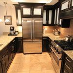 Ample kitchen 1bd/2ba suite