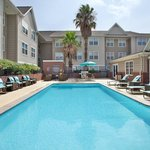 Outdoor Pool & BBQ Area