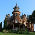 صورة فوتوغرافية لـ ‪Henderson Castle Inn Bed & Breakfast‬