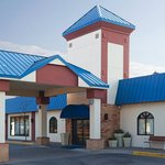 Eagan Minnesota hotel with free breakfast, free parking, free high speed internet.