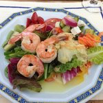 More grill shrimps on salad