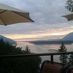 Foto de The Fraser River's Edge Bed & Breakfast Lodge