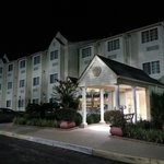 Hometown Inn & Suites resmi