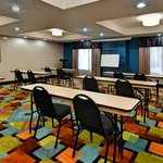 Photo de Holiday Inn Express and Suites Roanoke Rapids SE