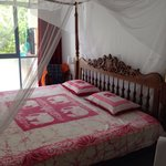 4 poster bed with mosquito net
