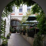 Photo de Iron Gate Hotel & Suites