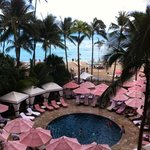 Photo de The Royal Hawaiian, a Luxury Collection Resort