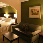 Photo de Holiday Inn Express Hotel & Suites Columbus - Fort Benning
