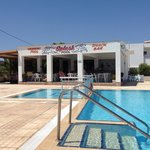 Splash pool bar