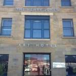 The Henry Jones Art Hotel resmi